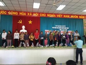 Công ty Tekcom trao quà Tết cho bà con tỉnh Long An